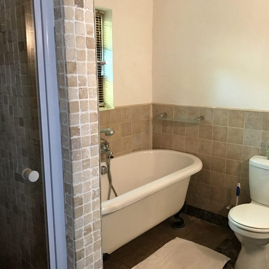 Cottage 1 Bathroom 4.JPG
