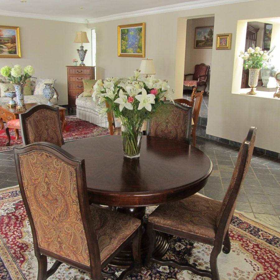 IMG_0002 - lounge -dining flowers.JPG